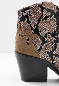 Jeffrey Campbell - TOONEY - Ankle boots - tan - 2