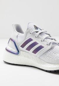 adidas Performance - ULTRABOOST 20  - Zapatillas de running neutras - dash grey/blue violet metallic/core black - 5