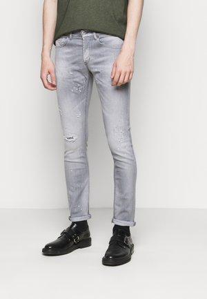 GEORGE PANT - Slim fit jeans - grey