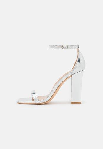 High heeled sandals - silver mirror