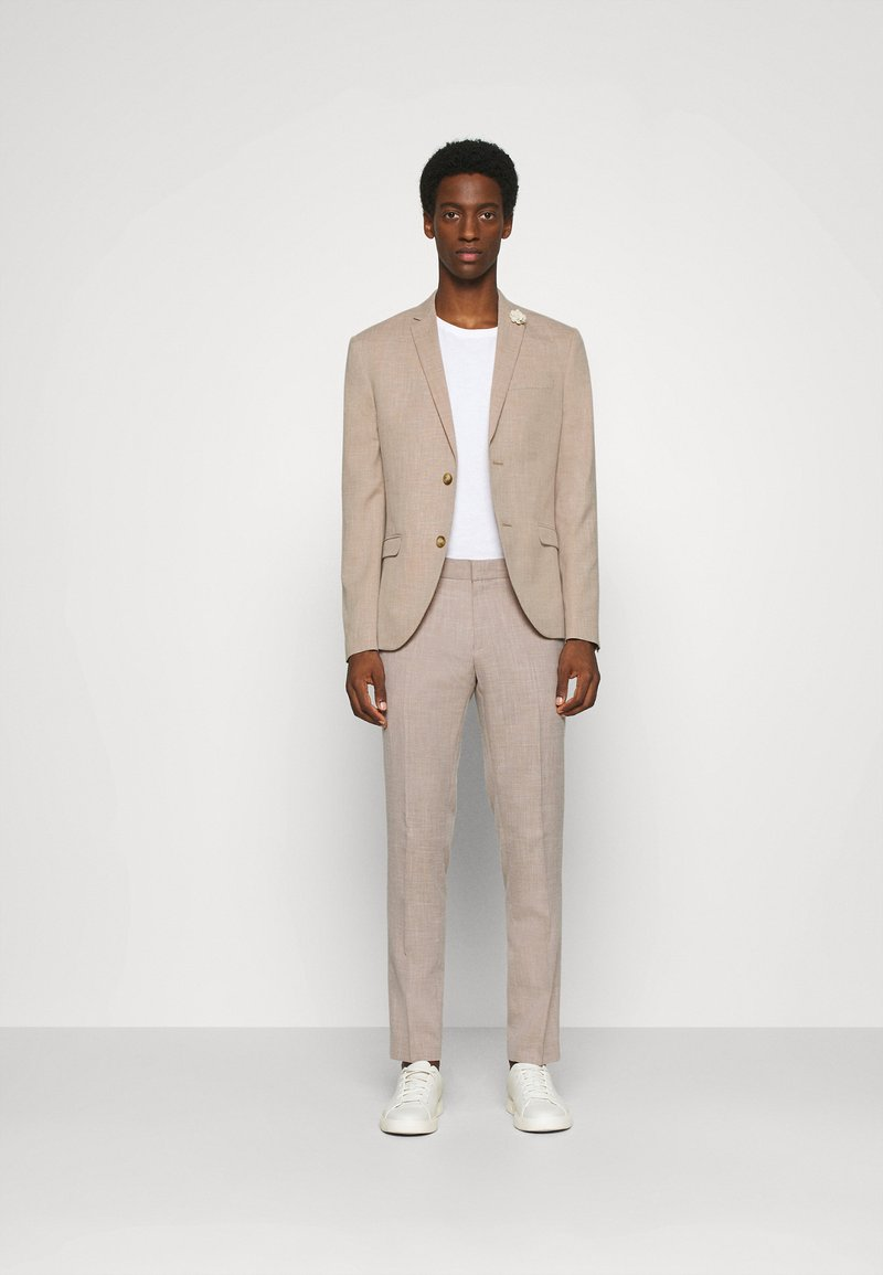 Isaac Dewhirst - WEDDING COLLECTION - SLIM FIT SUIT - Completo - beige