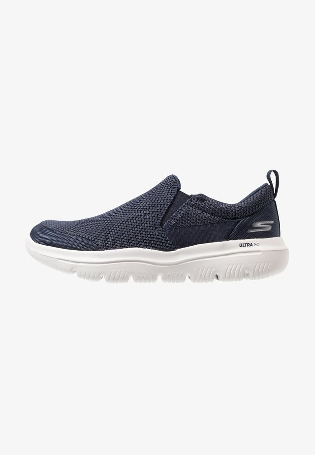 GO WALK EVOLUTION ULTRA - IMPECCABL - Chaussures de course - navy/grey