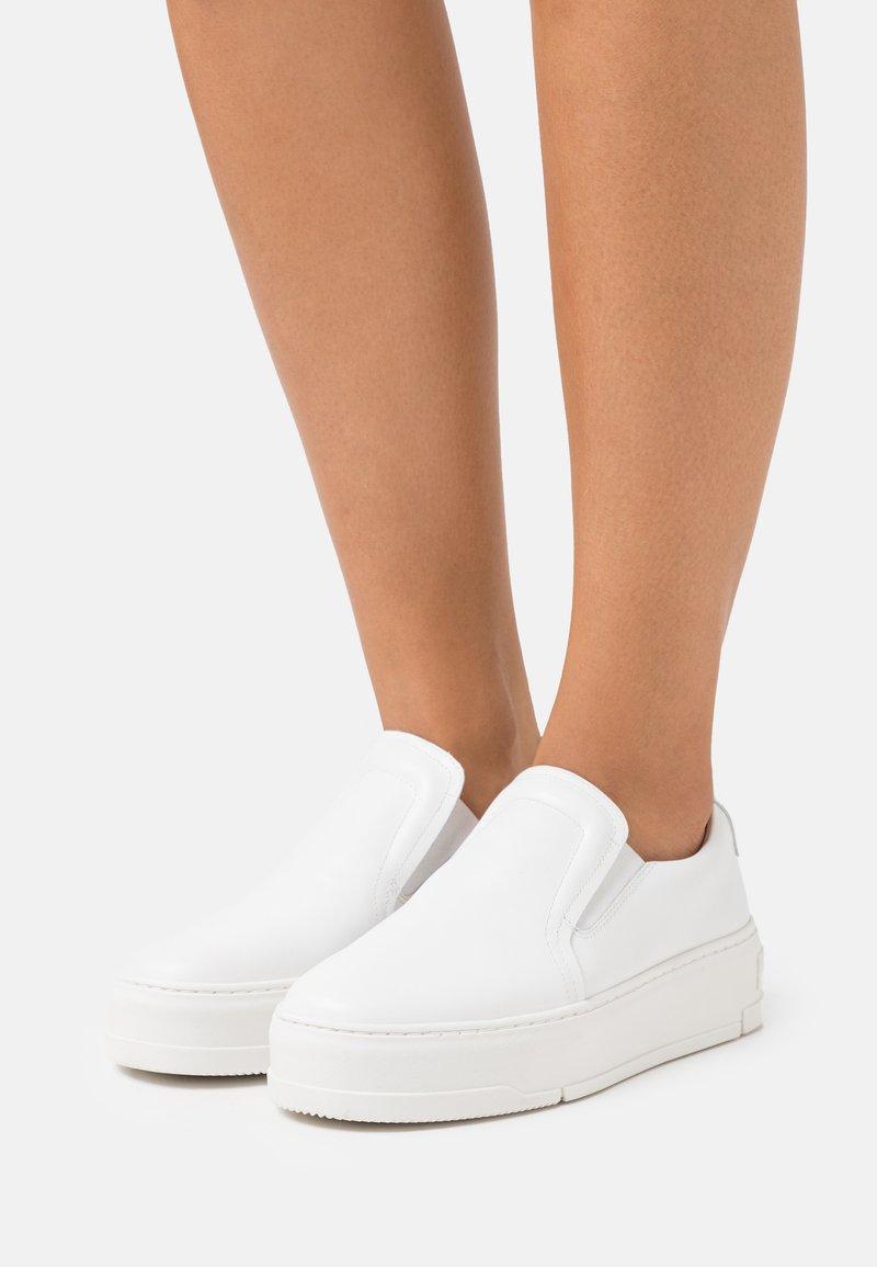 Vagabond - JUDY - Slip-ons - white