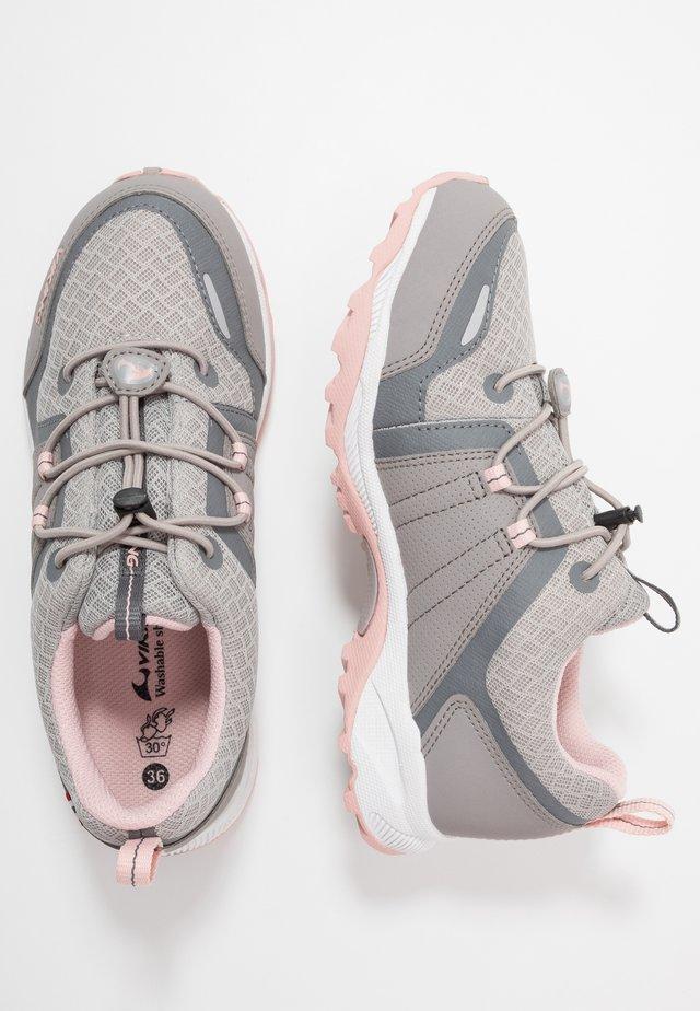 EXTERMINATOR GTX - Trekingové boty - pearlgrey/light pink