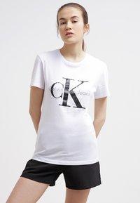 Calvin Klein Jeans - Print T-shirt - bright white - 0