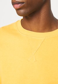 Selected Homme - SLHJASON CREW NECK - Sweatshirt - mango mojito - 5