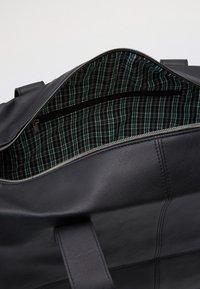 Burton Menswear London - BARREL BAG - Weekend bag - black - 2