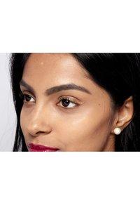 Nyx Professional Makeup - GLITTER GOALS LIQUID EYELINER - Eyeliner - 05 chamomile - 4