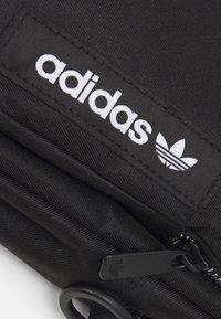 adidas Originals - SPORT MINI BAG UNISEX - Taška spříčným popruhem - black - 4