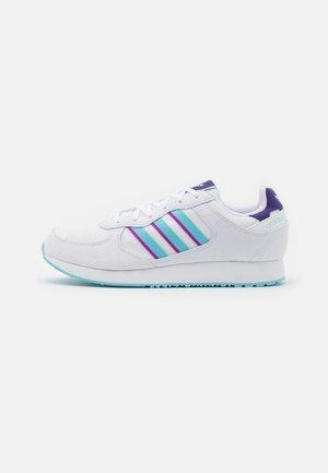 SPECIAL 21  - Trainers - footwear white/haze sky/shock purple
