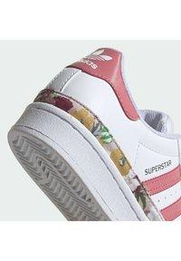 adidas Originals - SUPERSTAR SHOES - Joggesko - ftwr white/hazy rose/hazy rose - 7