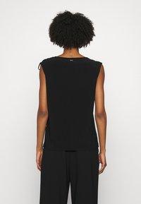 DKNY - Print T-shirt - black - 2