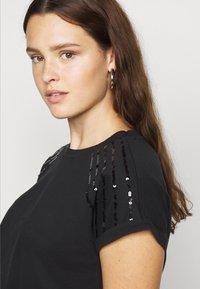 Anna Field Curvy - T-shirts med print - black - 4