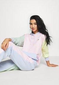 Nike Sportswear - HOODIE - Luvtröja - pink foam /hydrogen blue - 3