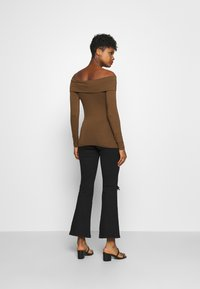 Vero Moda - VMPANDA OFF SHOULDER - Long sleeved top - dark brown - 2