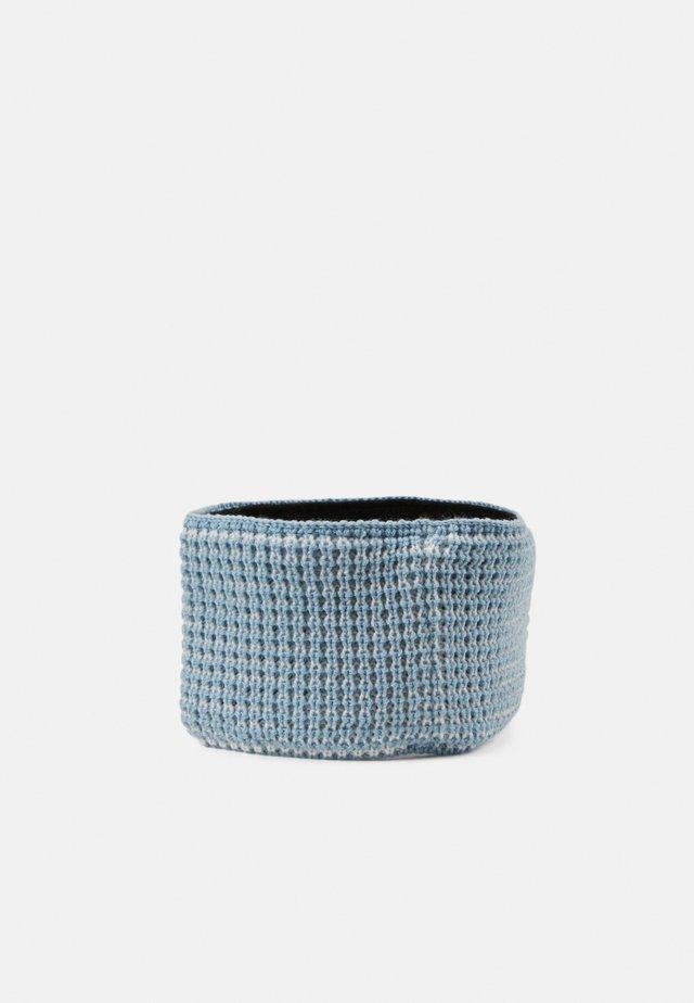 ILSE BAND - Cache-oreilles - winter blue