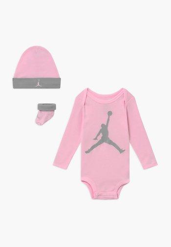 JUMPMAN BOOTIE SET  - Geboortegeschenk - pink foam
