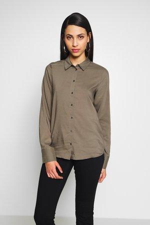 VMTANYA PLAIN SHIRT  - Button-down blouse - bungee cord