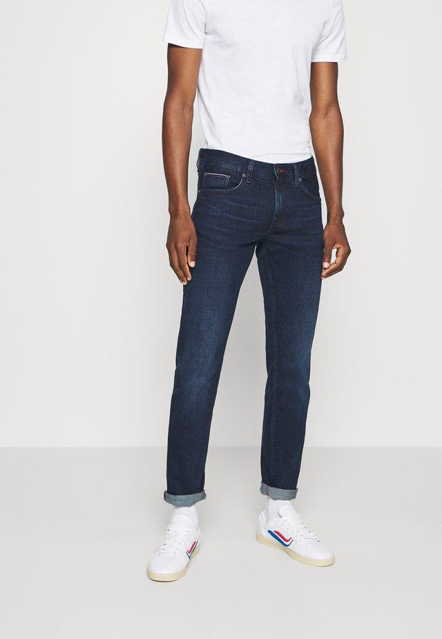 SLIM BLEECKER BRIDGER  - Jeans Straight Leg - dark-blue denim