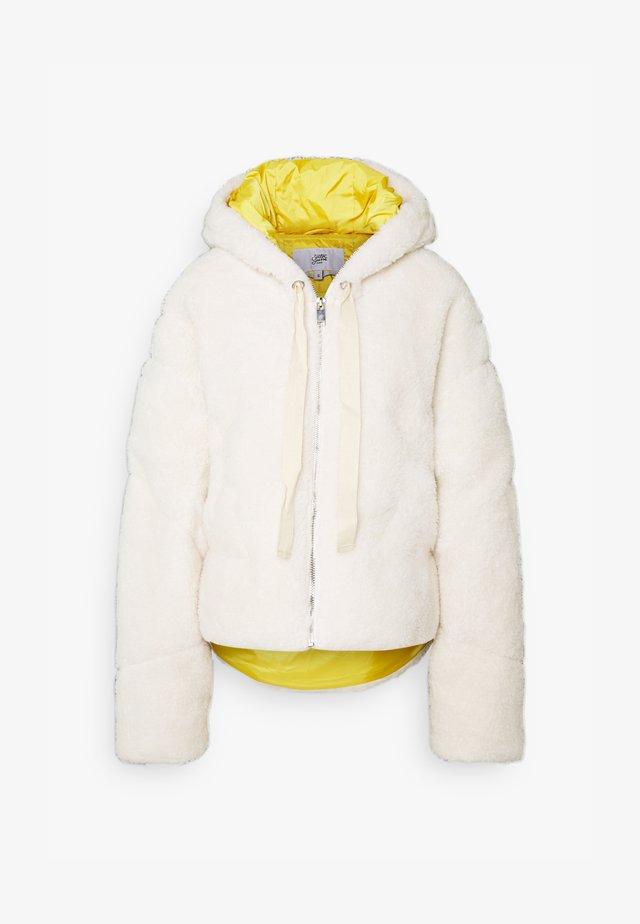 Zimní bunda - white