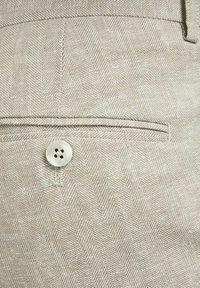 Jack & Jones PREMIUM - JPRRAY SID  - Pantalón de traje - beige - 5