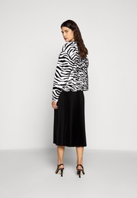 Proenza Schouler White Label - PRINTED PLEATED LONG SKIRT - A-line skirt - black - 2