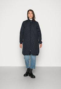 Ilse Jacobsen - PADDED QUILT COAT - Classic coat - dark indigo - 0