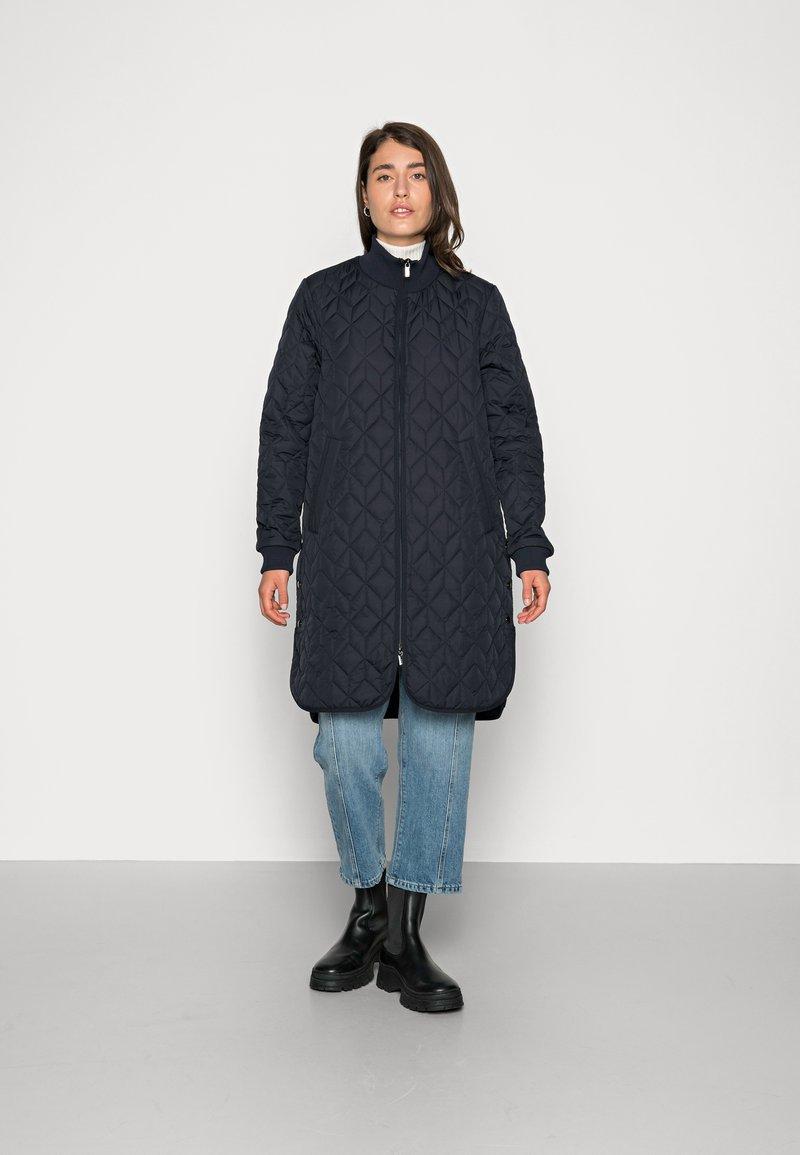 Ilse Jacobsen - PADDED QUILT COAT - Classic coat - dark indigo