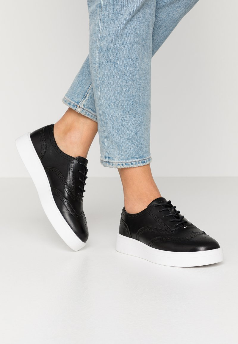 Clarks - HERO BROGUE - Casual lace-ups - black