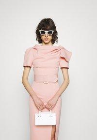 Mossman - THE DAY BREAK DRESS - Vestido de tubo - pink - 3