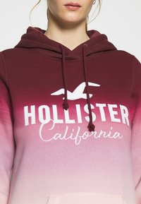 Hollister Co. - TECH CORE  - Mikina - red ombre - 5