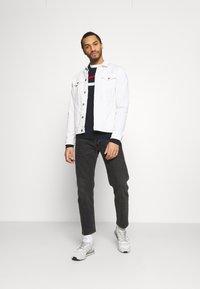 Jack & Jones - JJSMITH CREW NECK - Stickad tröja - navy blazer - 1