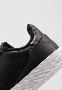 adidas Originals - SUPERCOURT - Sneakersy niskie - cblack/cblack/ftwwht - 5