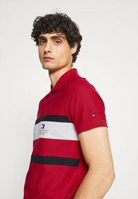 Tommy Hilfiger - CHEST STRIPE  - Polo shirt - primary red - 3