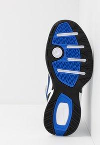 Nike Sportswear - AIR MONARCH IV - Zapatillas - black/white/racer blue - 4