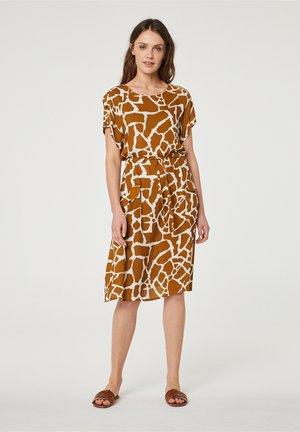 Denní šaty - marrón claro