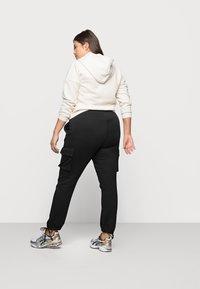 Vero Moda Curve - VMANE - Kalhoty - black - 2