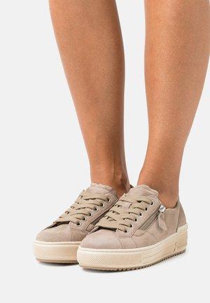 Sneakers laag - sabbia
