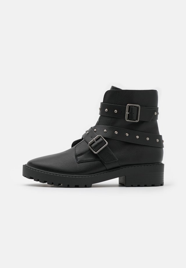 RILEY STUDDED LUG SOLE BOOT - Enkellaarsjes met plateauzool - black pebble