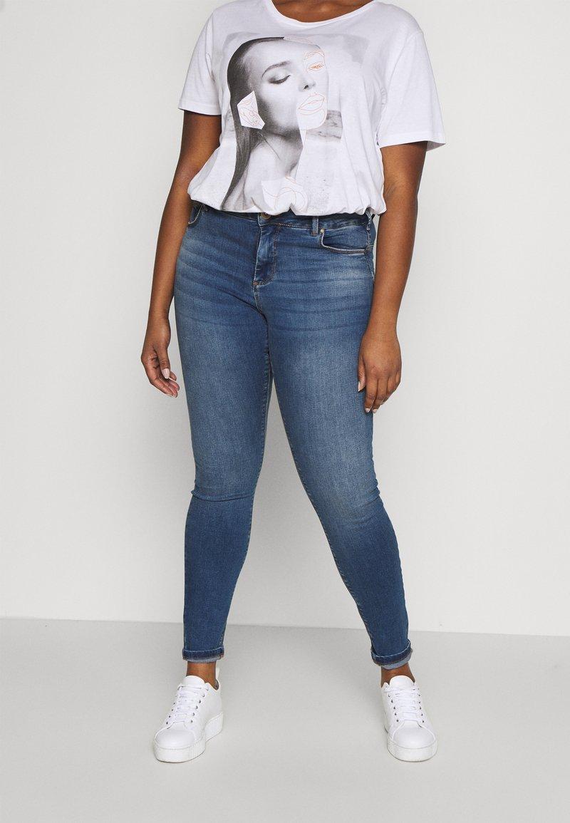 Zizzi - JPOSH NILLE SLIM - Jeans Skinny Fit - blue denim