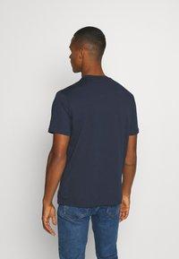 Hoodrich - DRIP - Print T-shirt - navy/yellow - 2