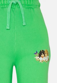 Fiorucci - WOODLAND VINTAGE ANGELS PATCH FOREST - Tracksuit bottoms - green - 2