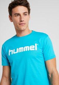 Hummel - GO LOGO - T-shirts print - bluebird - 4