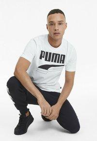 Puma - REBEL BOLD  - T-shirt con stampa - puma white/puma black - 2