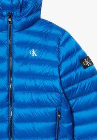 Calvin Klein Jeans - Bunda zprachového peří - blue - 3