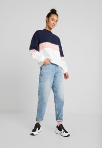 Tommy Jeans - MOM HIGH RISE TAPERED - Jean boyfriend - sunday light blue - 1