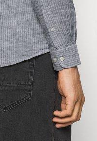 Only & Sons - ONSCAIDEN STRIPE - Shirt - mottled grey - 4