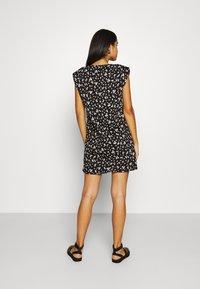 ONLY - ONLPERNILLE SHOULDER DRESS - Jerseyklänning - black - 2