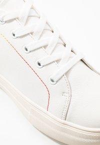 Even&Odd - PRIDE - Matalavartiset tennarit - white/multicolor - 2
