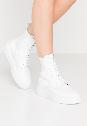 CPH453 - Platform ankle boots - white
